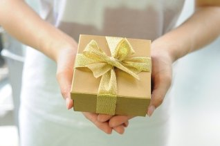gift-box-2458012_640